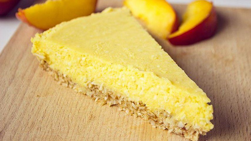 Presna-nektarinina-torta-s-kokosom-min