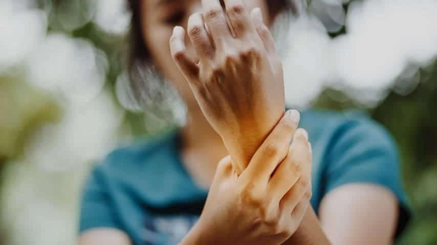 Kako sem ustavila artritis s Funkcionalno medicino in ga dala v remisijo [Moja zgodba]854×480-min